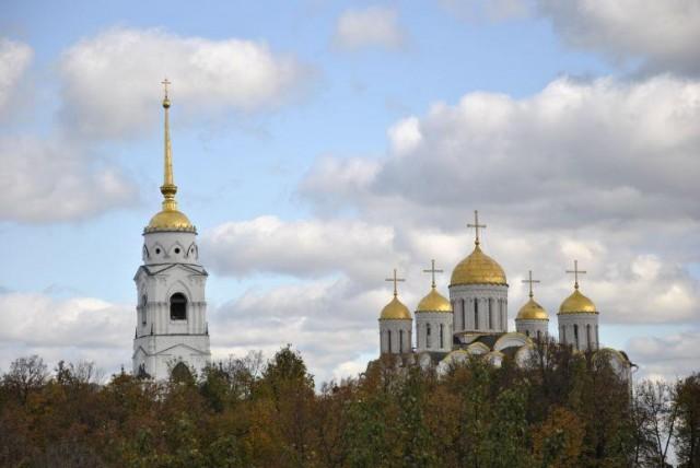 Успенский собор города Владимира осенью