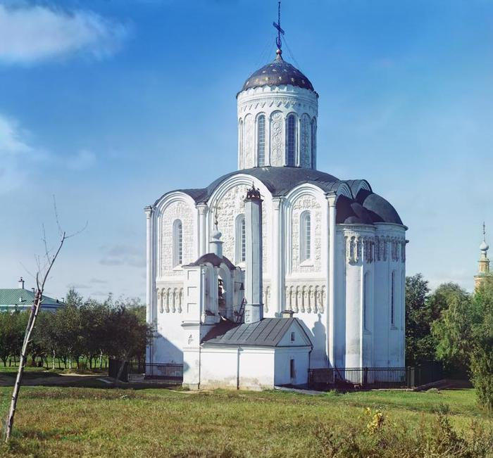Дмитриевский собор со звонницей