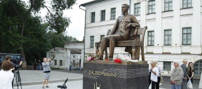 Памятник Владимиру Зворыкину в Муроме