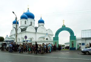 Свято-Боголюбский женский монастырь со стороны улицы