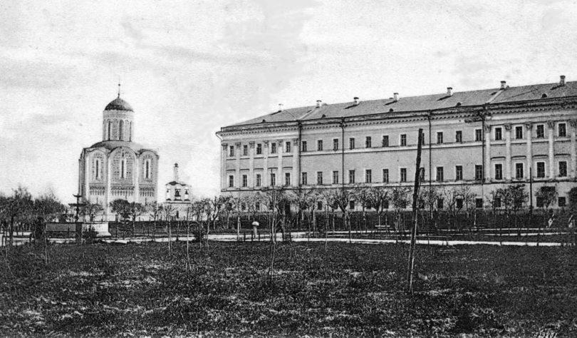 Здание присутственных мест во Владимире